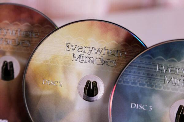 いつでもどこでもその場にある物を使う!日用品マジック集「Everywhere Miracles」